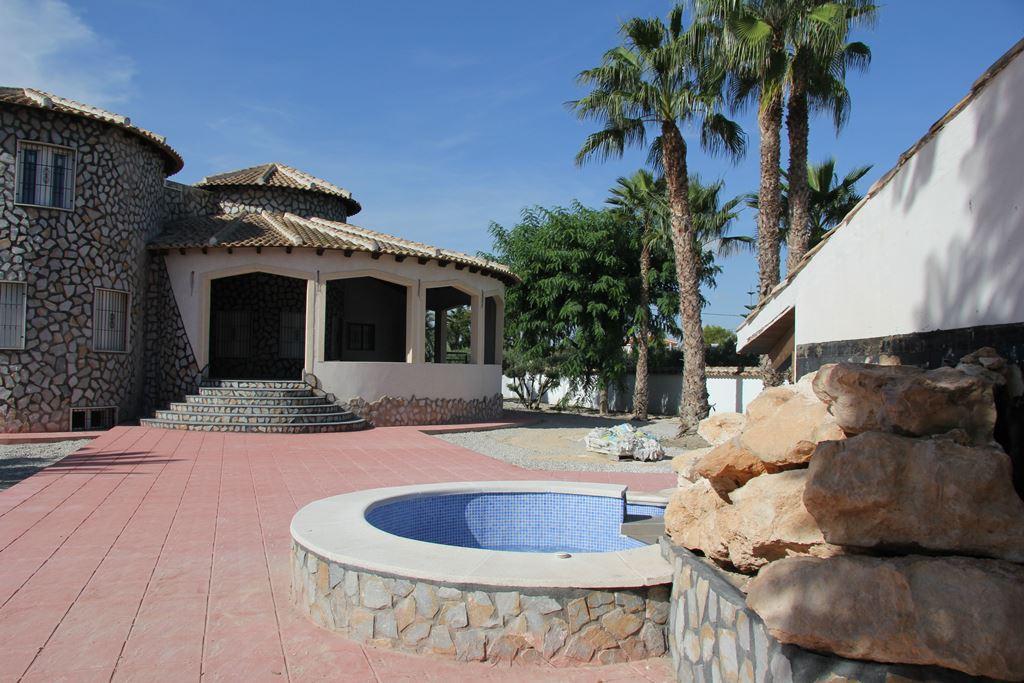 Fantastic Mediterranean house, 5 rooms, in Catral, Spain