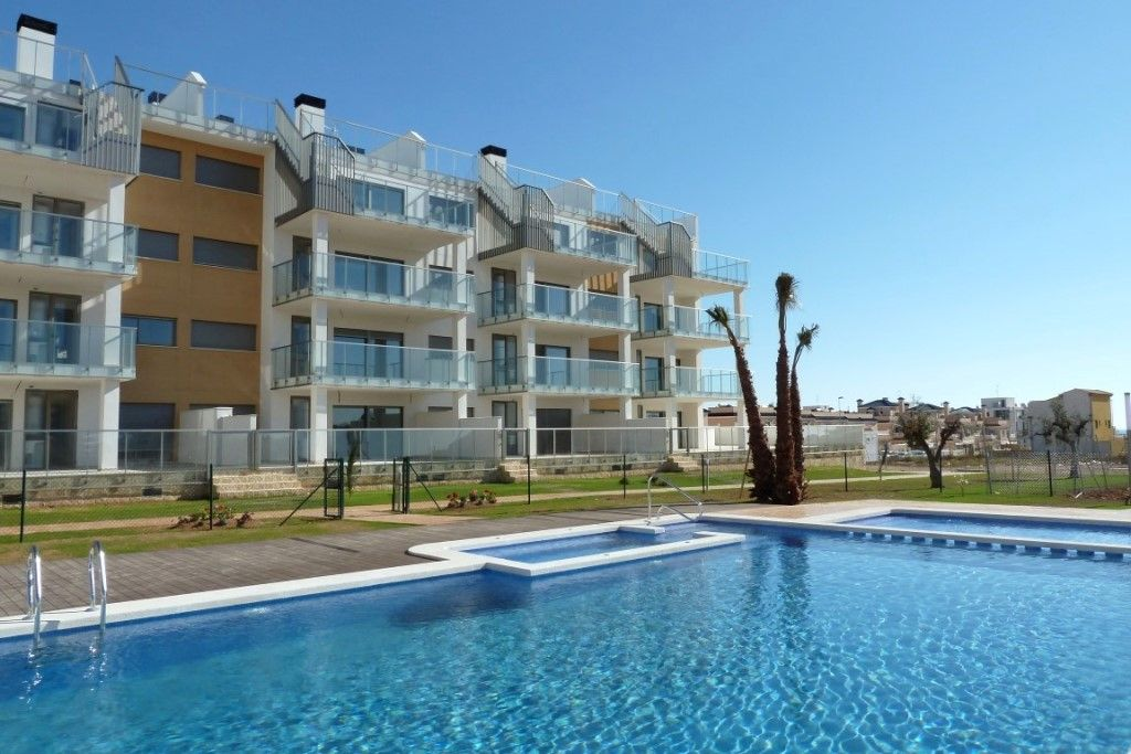 Apartment 2 bedrooms large terrace 5 minutes from the golf course and the beach