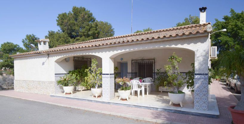 Country house between town and sea in Elche