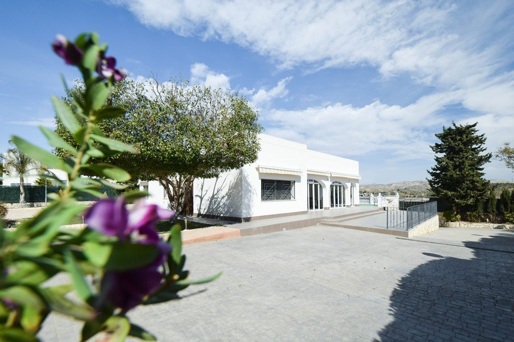Stylish house of 200m2 on 2000m2 in Elche / Alicante