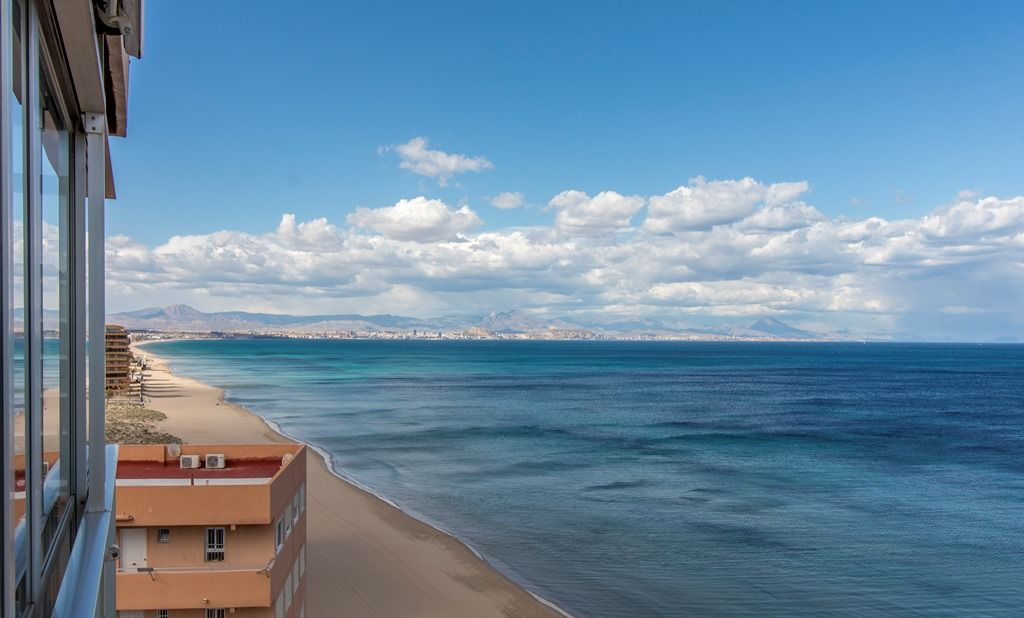 Exceptional Front-line Beach Apartment in Arenales Del Sol