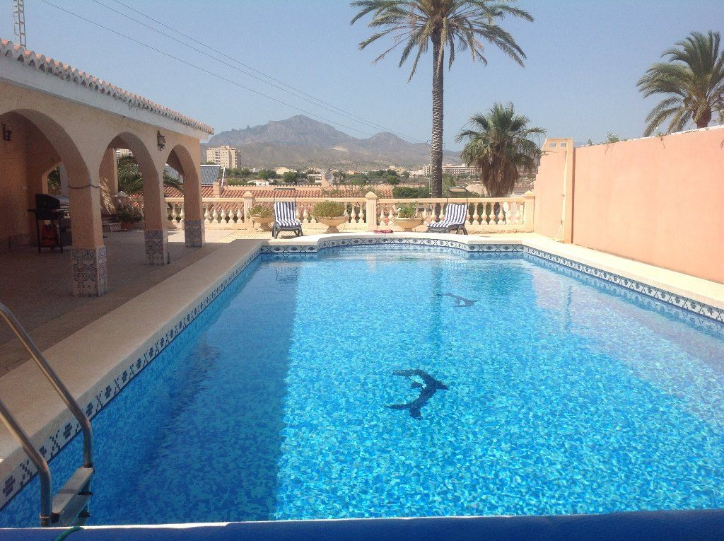 House 2 minutes from the beaches of Campello