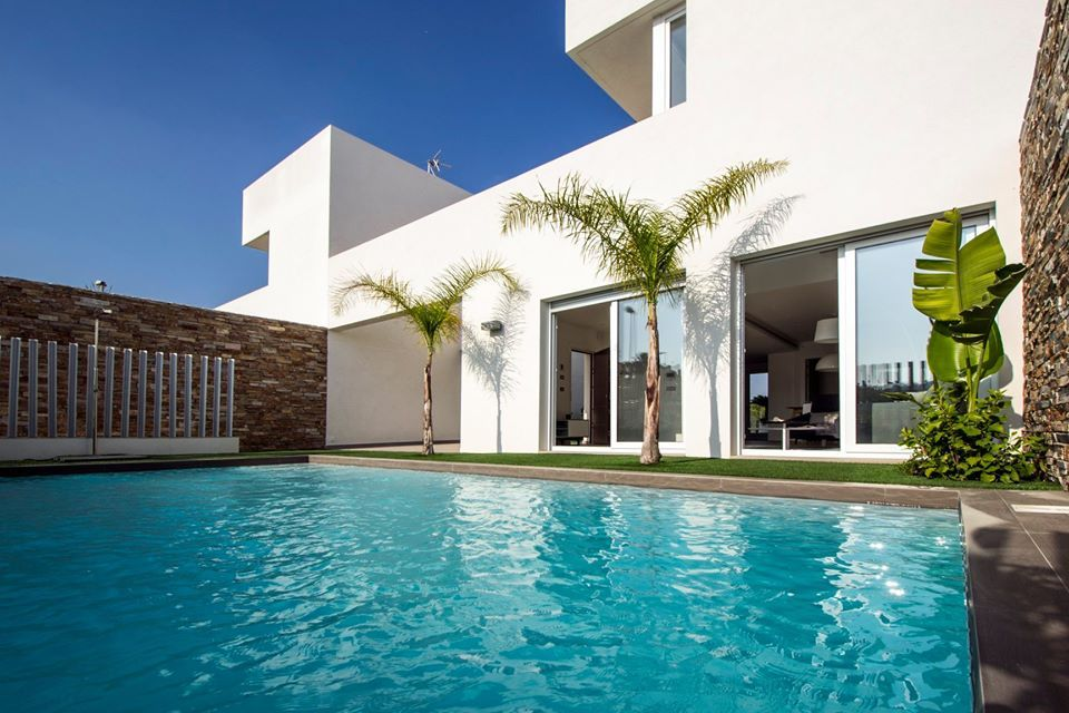 Modern house with garage in Rojales