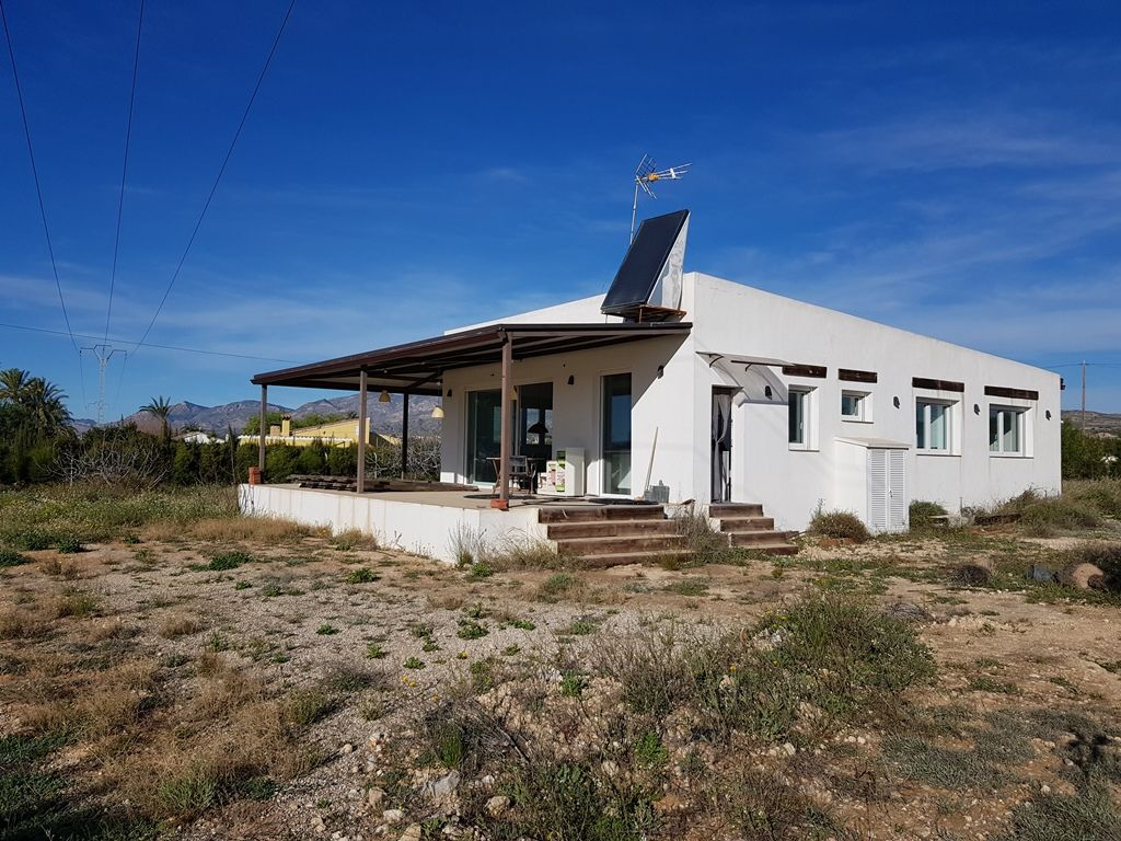 Completely redone house in Elche